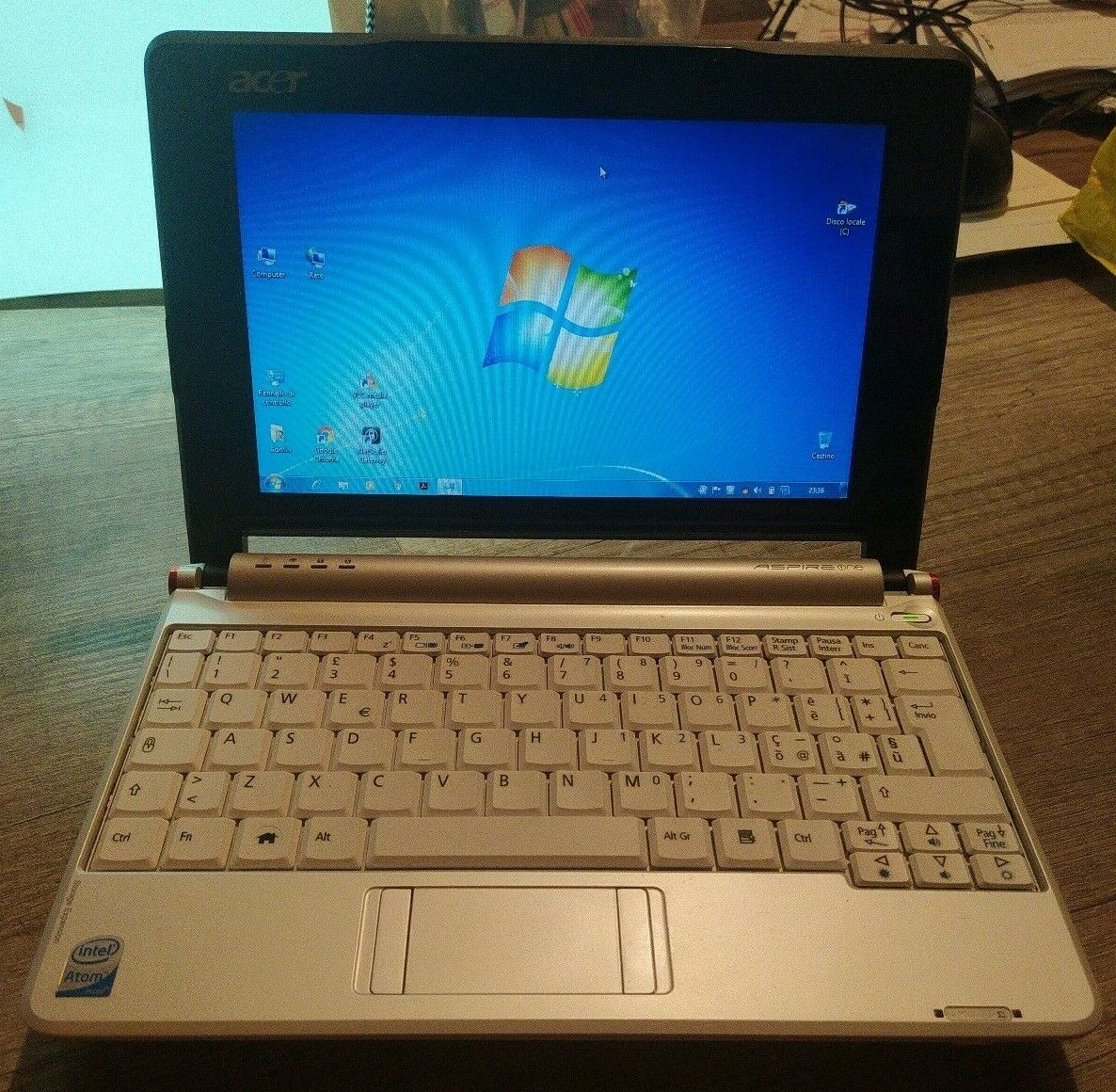 NETBOOK ACER ASPIRE ONE SERIES MODEL ZG5 Bianco